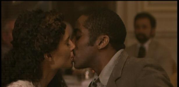 Isabel beija Zé Maria