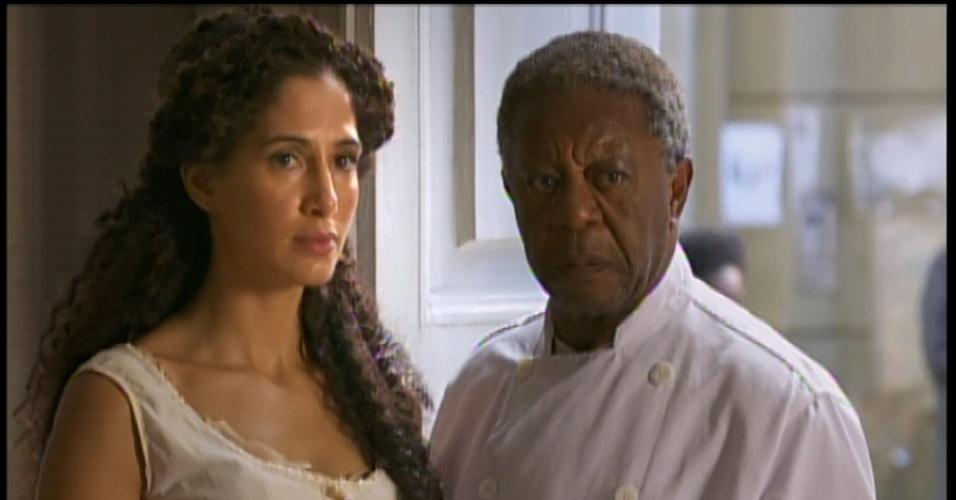 Isabel discute com Zé Maria sem propósito. No momento, o pai da garota chega e encerra a confusão