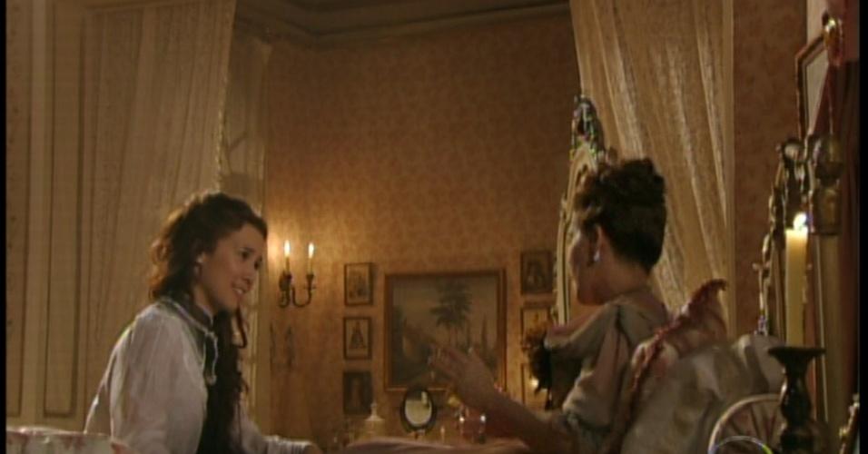 Laura conversa com sua tia sobre o ocorrido na biblioteca e as duas se divertem com a situação