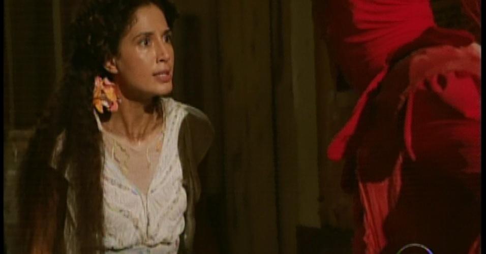 Mesmo a salvando, Isabel fica irritada com Zé Maria