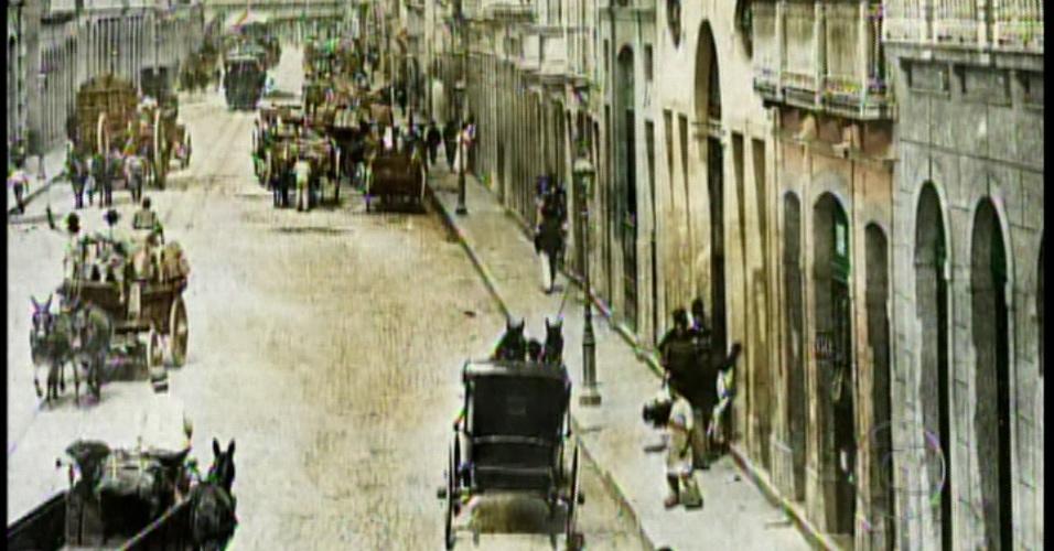 No início da trama, fotos retratam o Rio de Janeiro em 1903