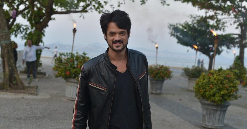 """O ator Álamo Facó assistiu ao primeiro capítulo da novela """"Lado a Lado"""" na churrascaria Porcão, no Aterro do Flamengo, no Rio (10/9/12)"""