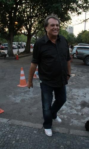 """O diretor Denis Carvalho assistiu ao primeiro capítulo da novela """"Lado a Lado"""" na churrascaria Porcão, no Aterro do Flamengo, no Rio (10/9/12)"""