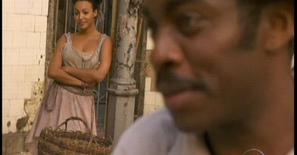 Quando entra no lugar, Berenice já fica de olho em Zé Maria