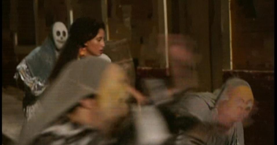 Zé Maria joga capoeira e afasta os garotos de Isabel
