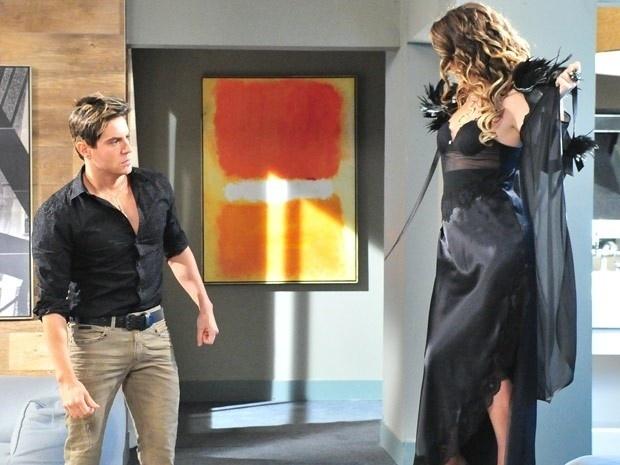 """Em """"Cheias de Charme"""", Chayene tenta levar o falso Fabian para cama (12/9/12)"""