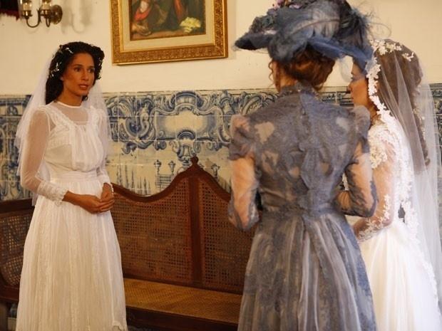 """Em """"Lado a Lado"""", casamento de Isabel atrasa e ex-baronesa Constância a humilha (12/9/12)"""