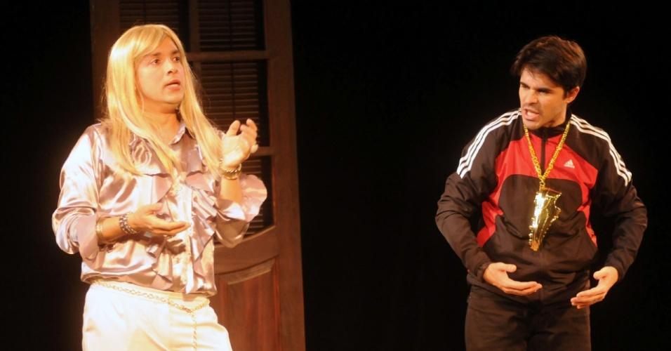 """Calminha (Rodrigo Fagundes) e Trufa (José Alessandro) em cena de """"Novela Brasil"""" (12/9/12)"""