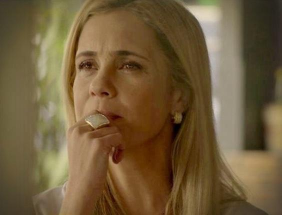 """Em """"Avenida Brasil"""", Carminha ?compra? Valdo para saber passos de Nina e planeja armadilha"""