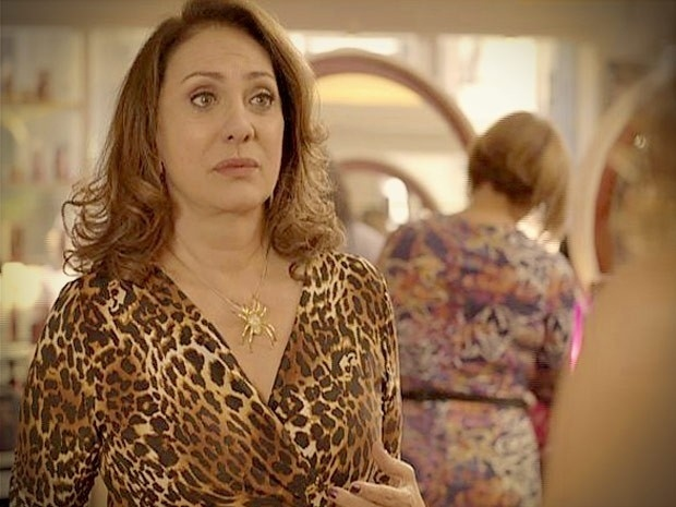 """Em """"Avenida Brasil"""", Muricy implora para Tessália reatar com Leleco (13/9/12)"""