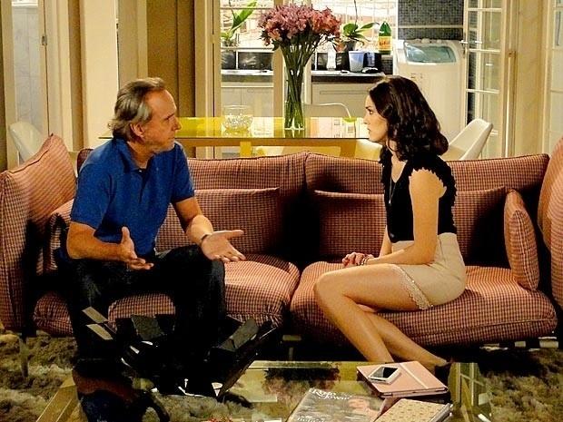 """Em """"Cheias de Charme"""", Sarmento decide vender uma de suas casas e pede segredo para Cida (13/9/12)"""
