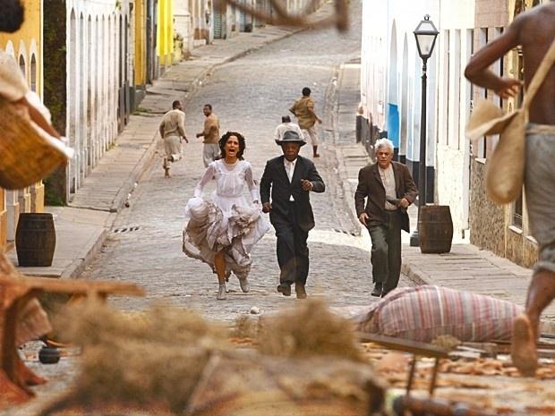 """Em """"Lado a Lado"""", depois de ser abandonada na igreja, Isabel fica sem ter onde morar (13/9/12)"""