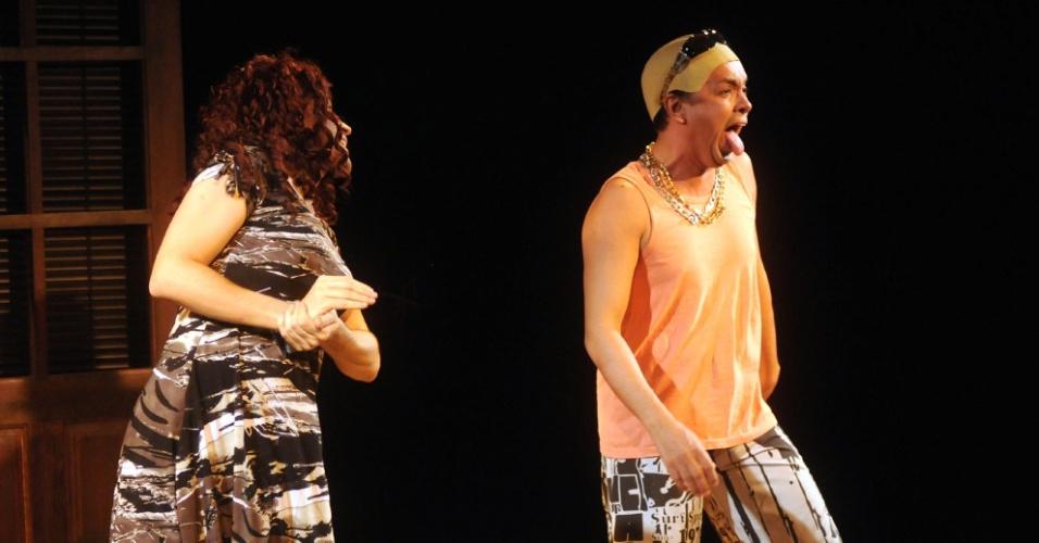 """José Alessandro e Rodrigo Fagundes interpretam """"Muriçoca"""" e """"Meleleco"""", paródia de Muricy e Leleco, em """"Novela Brasil"""" (12/9/12)"""