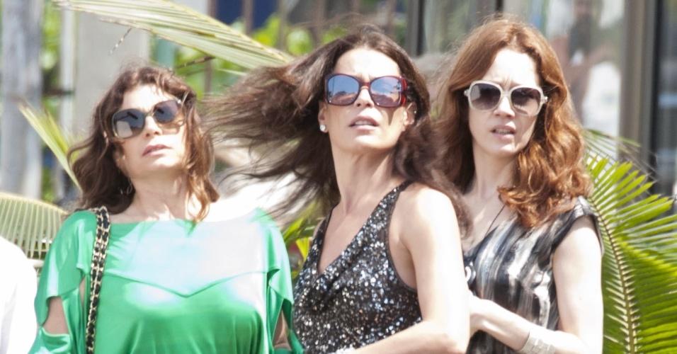 "As atrizes Débora Bloch, Carolina Ferraz e Camila Morgado  gravam cena da novela ""Avenida Brasil"" (14/9/12)"