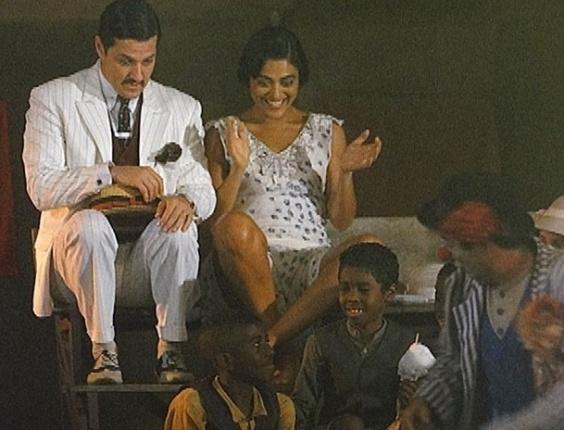 Escondida de Nacib, Gabriela vai ao circo com Tonico (14/9/12)