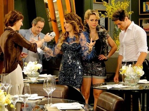 """Em """"Cheias de Charme"""", Chayene rouba lugar de Rosário em show com Fabian (15/9/12)"""
