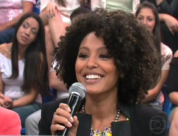 """A atriz Sheron Menezes avalia Rodrigo Simas na final da """"Dança dos Famosos"""" (16/9/12)"""