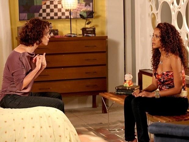 """Em """"Cheias de Charme"""", Lygia conta para Penha que está apaixonada por Gilson (17/9/12)"""