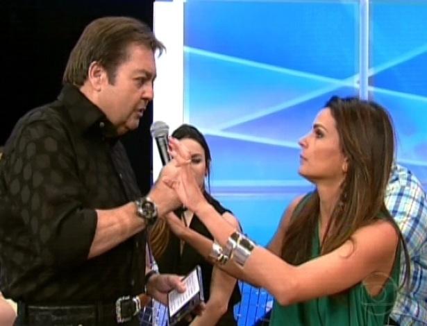"""Fernanda Motta conversa com Faustão na final da """"Dança dos Famosos"""" (16/9/12)"""