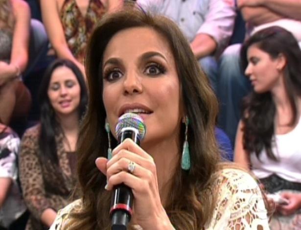 """Ivete Sangalo dá nota para Claudia Ohana na final da """"Dança dos Famosos"""". A cantora diz que é """"a maior quenga do mundo"""" com seu marido em casa"""" (16/9/12)"""
