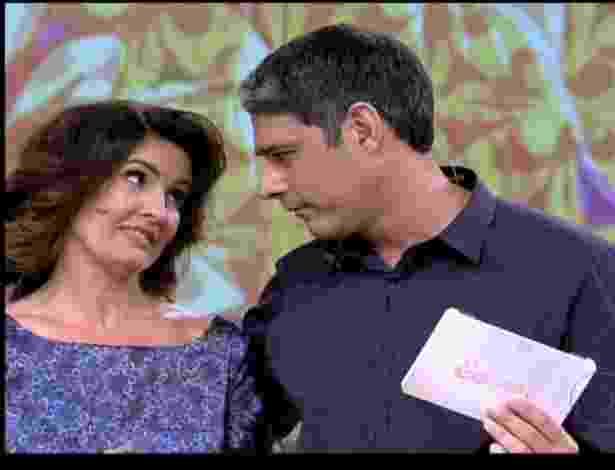 """William Bonner assume o programa """"Encontro com Fátima"""" no dia em que a mulher completa 50 anos. """"Obrigado, meu amor, feliz aniversário. Mas esse presente foi você que deu pra mim"""", disse o jornalista (17/9/12) - Reprodução/TV Globo"""