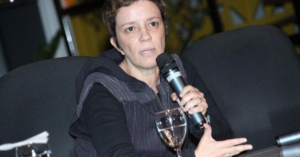 """A autora Gisele Joras fala sobre a novela no evento de lançamento de """"Balcobaco"""", a nova trama da Record (18/9/12)"""