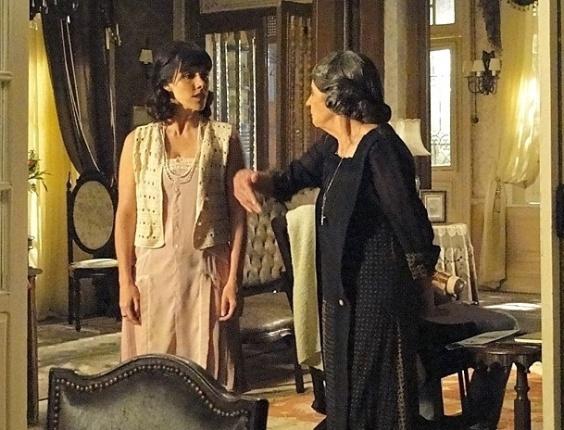 """Em """"Gabriela"""", Dorotéia faz Zuleika de empregada e dá um cascudo na moça"""