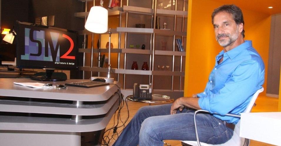 """O ator Victor Fasano posa para fotos no lançamento da novela """"Balacobaco"""" (18/9/12). Ele viverá o personagem Nestor Brandão, um empresário bem sucedido do setor têxtil."""