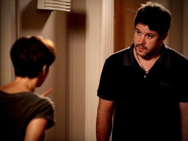 """Em """"Avenida Brasil"""", Nina revela para Tufão que Carminha roubou seu pai junto com o amante (19/9/12)"""