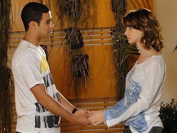 """Em """"Cheias de Charme"""", Niltinho pede para Isadora assumir namoro com ele (19/9/12)"""
