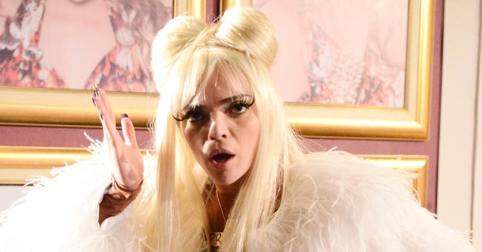"""Em """"Cheias de Charme"""", Socorro se transforma em Lady Praga (2012)"""
