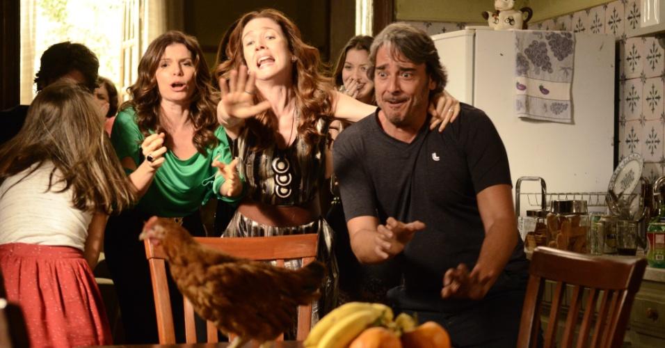 """Em """"Avenida Brasil"""", Famílias de Cadinho se instalam em mesma casa no Divino"""
