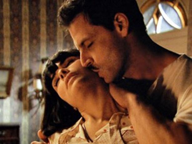 """Em """"Gabriela"""", Malvina tem sua primeira noite de amor com Rômulo (20/9/12)"""