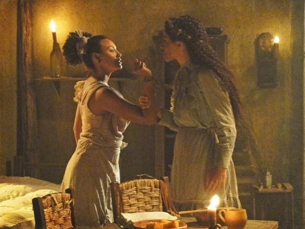 """Em """"Lado a Lado"""", Isabel descobre que foi enganada por Berenice e dá uma surra na cozinheira (20/9/12)"""