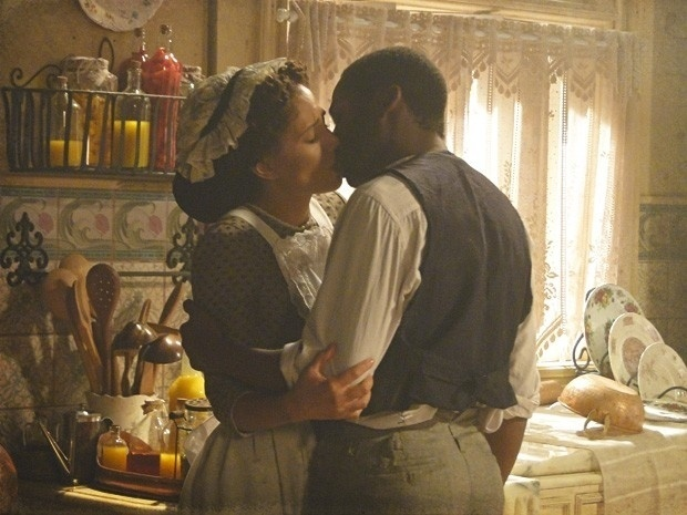 """Em """"Lado a Lado"""", Isabel e Zé Maria se reencontram e se beijam (20/9/12)"""