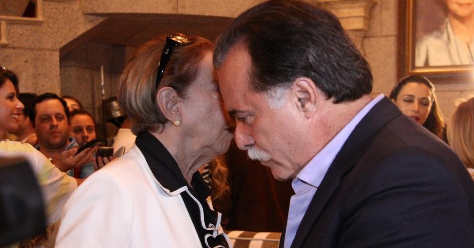 """Fernanda Montenegro conversa com Tony Ramos durante coletiva de """"Guerra dos Sexos"""" no Rio de Janeiro (19/9/12)"""