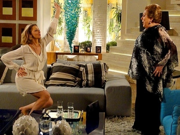 """Em """"Cheias de Charme"""", Sônia aprende a sambar e a se vestir de maneira mais simples para conquistar Otto (21/9/12)"""
