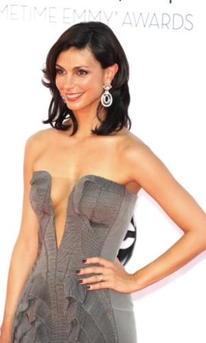 """A atriz brasileira Morena Baccarin, de """"Homeland"""", chega à 64ª edição do Emmy Awards, em Los Angeles, nos EUA (23/9/12)"""