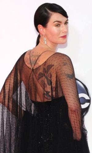 """A atriz Lena Headey, de """"Game of Thrones"""", chega à 64ª edição do Emmy Awards, em Los Angeles, nos EUA (23/9/12)"""