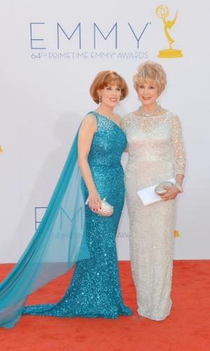 As produtoras Kat Krame e Karen Sharpe Kramer chega à 64ª edição do Emmy Awards, em Los Angeles, nos EUA (23/9/12)
