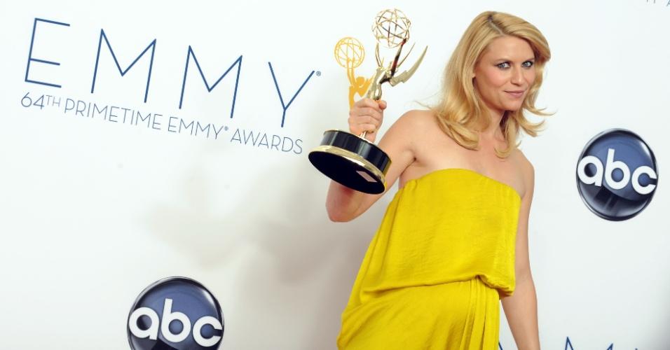 """Claire Danes recebeu o prêmio de melhor atriz de uma série de drama por """"Homeland"""" no 64º Emmy Awards, em Los Angeles (23/9/12)"""
