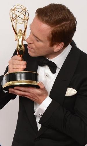 Damian Lewis com o Emmy de Melhor Ator de uma Série Drámatica
