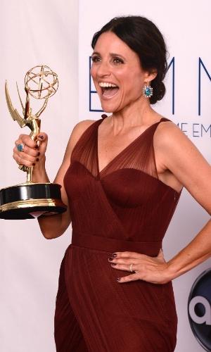 """Julia Louis-Dreyfus recebeu o prêmio de melhor atriz de comédia por """"Veep"""" no 64º Emmy Awards, em Los Angeles (23/9/12)"""