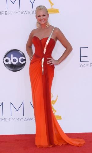 Nancy O'Dell chega à 64ª edição do Emmy Awards, em Los Angeles, nos EUA (23/9/12)