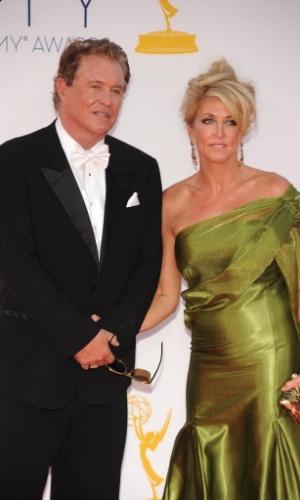 O ator Tom Berenger e sua mulher Laura Moretti chegam à 64ª edição do Emmy Awards, em Los Angeles, nos EUA (23/9/12)