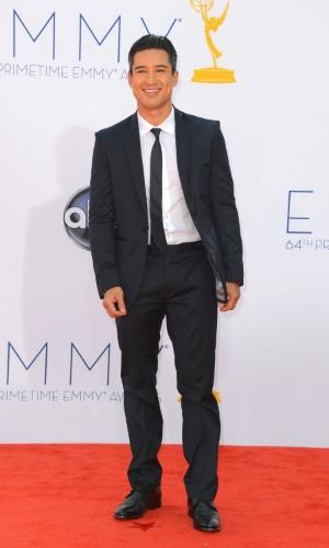 O cantor Mario Lopez chega à 64ª edição do Emmy Awards, em Los Angeles, nos EUA (23/9/12)
