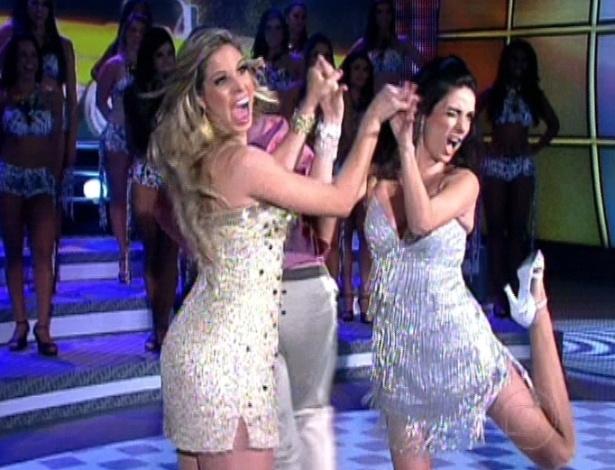 """Raquel Guarini (à esq). Rodrigo Simas, Claudia Ohana e Patrick Carvalho dançam juntos no """"Domingão do Faustão"""" após final da """"Dança dos Famosos"""" (23/9/12)"""