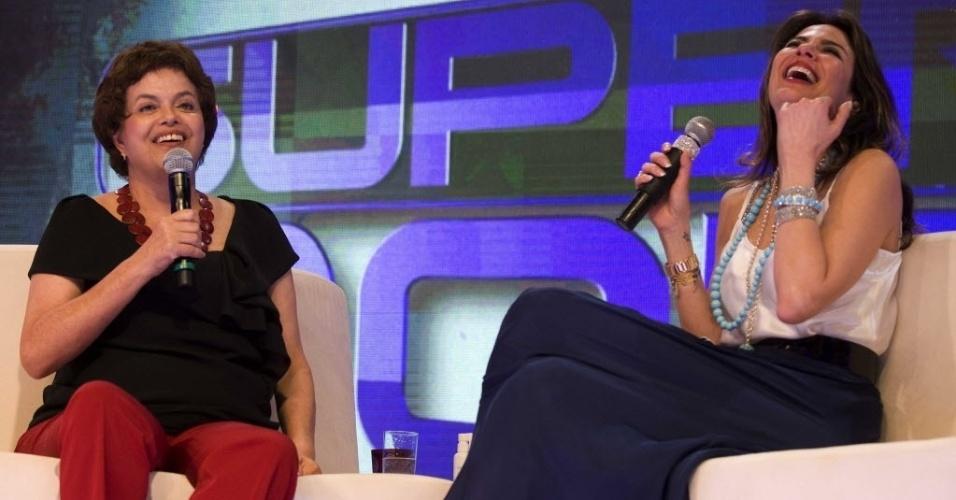 """A então ministra-chefe da Casa Civil, Dilma Rousseff, durante gravação do programa """"SuperPop"""", da apresentadora Luciana Gimenez (2010)"""