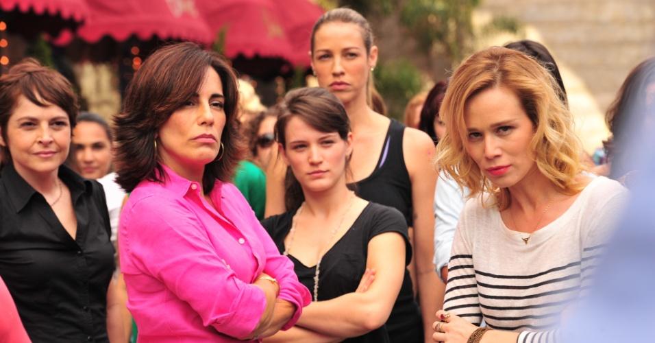 """As atrizes Drica Moraes, Glória Pires, Bianca Bin, Luana Piovani e Mariana Ximenes aparecem em disputa com homens em """"Guerra dos Sexos"""" (2012)"""