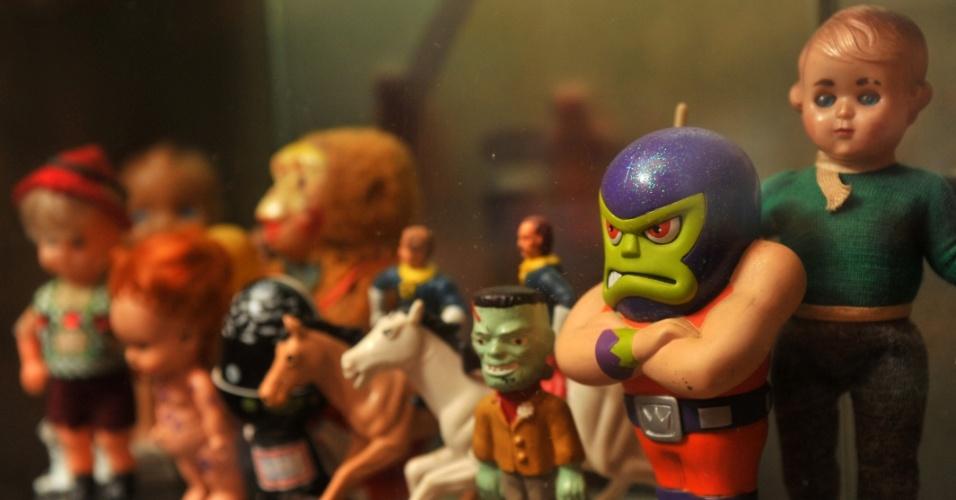 Brinquedos estão entre os objetos mais procurados da loja. Já no primeiro episódio, Carrô compra alguns brinquedos de um colecionador.